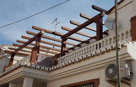 pergola de madera en terraza