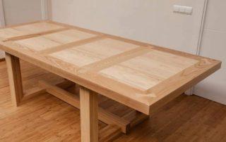 mesa de maderea noble